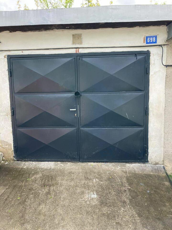 Predám garáž v Snine