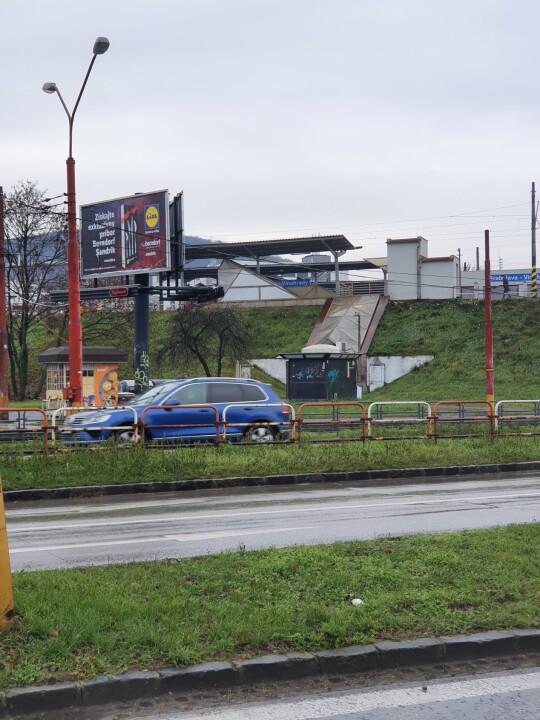 Vonkajšie parkovacie miesto v Gaštanovom hájiku
